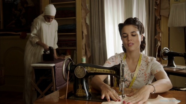 El_tiempo_entre_costuras_ma_quina_coser_Singer