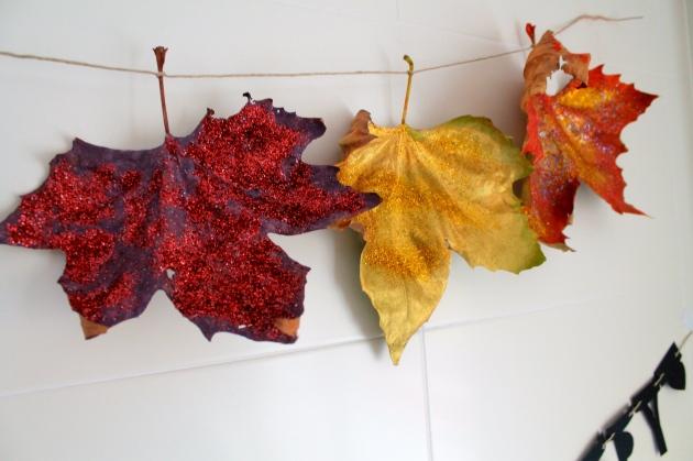 manualidades niños pintar hojas