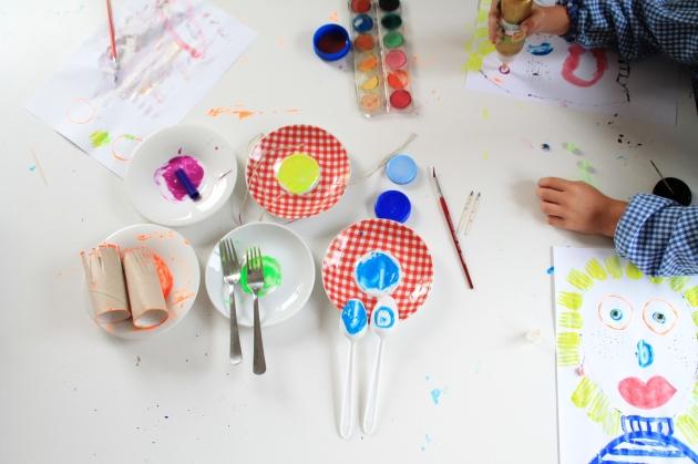 pintando, con niños